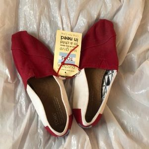 TOMS SHOES RED AND WHITE WOMENS SIZE 7